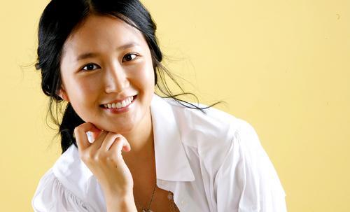 组图:韩星林贞恩拍写真邻家女孩造型清纯可人