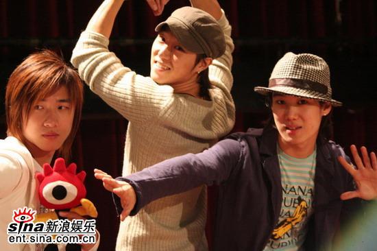 组图:Take成员张成宰生日会邀歌迷一起共度