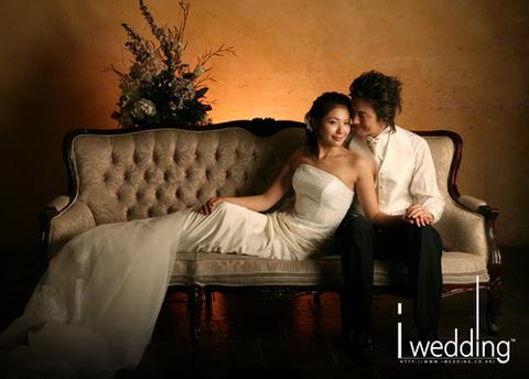 韩星金正民将幸福大婚甜蜜婚纱照被公开(组图)