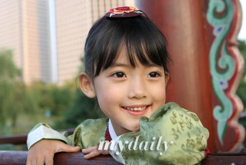 组图:郑多彬迎接中秋佳节身着韩国传统服饰