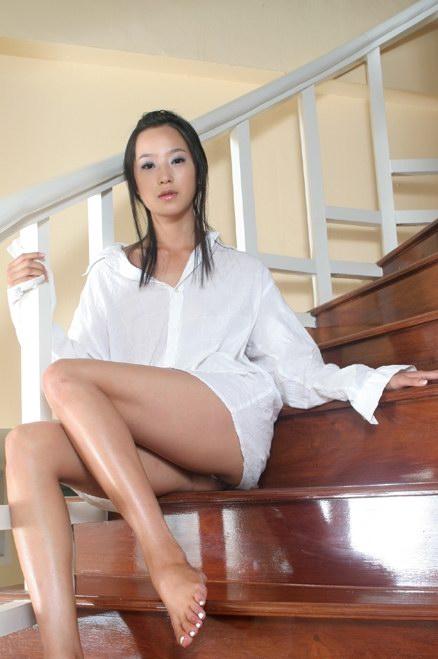 组图:韩国美女李慧琳沙滩拍性感写真 竖