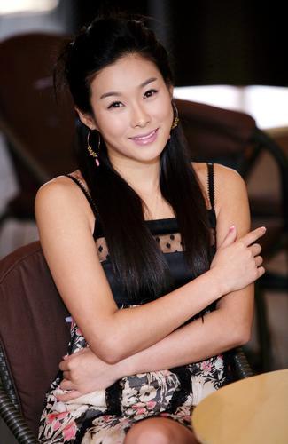 组图:韩国红星玄英拍写真气质高贵优雅迷人