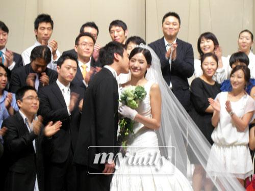 组图:韩彩英婚礼现场照曝光新郎相貌首次公开