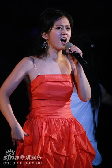 图文:张娜拉演唱会--火辣身姿