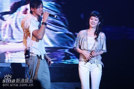 图文:张娜拉演唱会--绯闻男女朋友