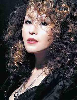 娱乐圈第一例被公开曝光的吸毒者歌手罗琦(图)