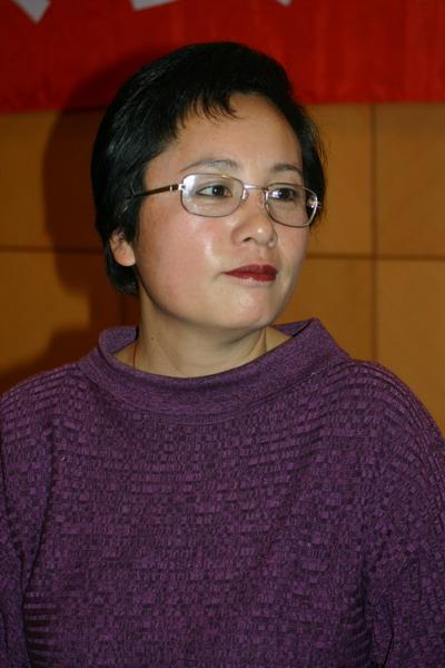 饶颖宣布撤诉时再曝料:赵忠祥还有别的女人(图)