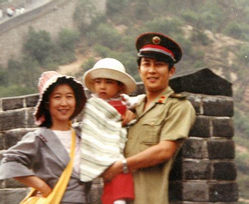 唐国强前妻自杀事件再起波澜1990年悲剧被重提