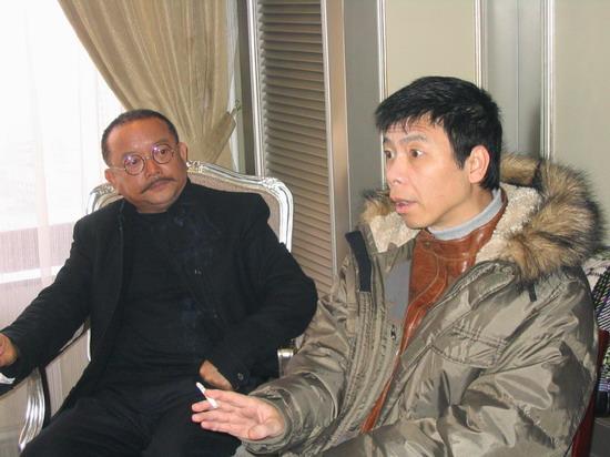 图文:内地众星积极为海啸灾区募捐-冯小刚和王刚
