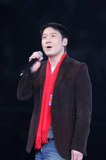 图文:首都新闻单位演艺界联手再度义演-黎明