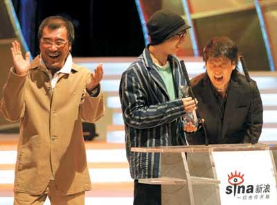 新浪2004年度网络中国颁奖傅彪领奖潸然泪下