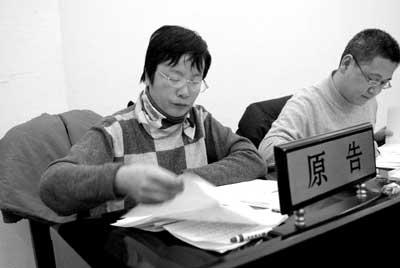 饶颖告赵忠祥性虐待败诉情绪激动拒绝签字(图)