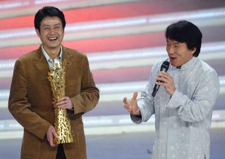 成龙为中国女排教练陈忠和颁十佳劳伦斯奖(图)