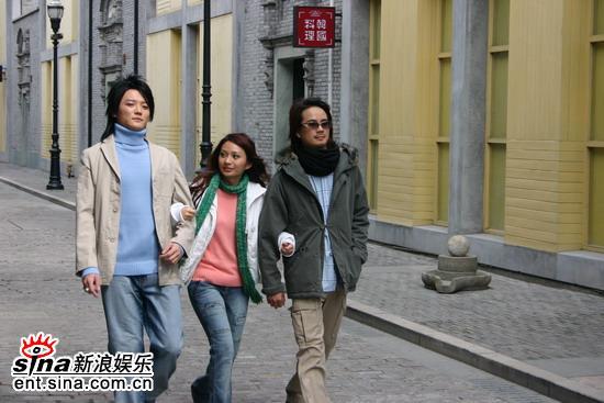 """39℃高温""""飞儿乐团""""穿上羽绒服(2)"""