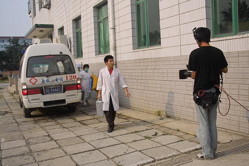 李霞高烧40度病倒片场救护车紧急送往医院(图)