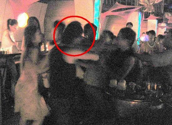 组图:翻版刘德华酒吧遭群殴满头鲜血伤势严重