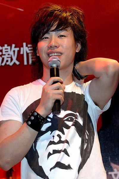 胡彦斌要和刘翔飚歌-上海田径大奖赛开幕在即 体育娱乐嘉年华将上演图片 76707 400x600