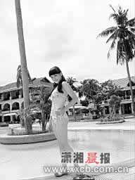 准星姐泰国普吉岛比美月差寺许下美丽心愿(图)