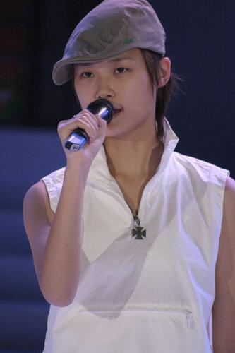 组图:李宇春参加星姐总决赛中性打扮帅气十足