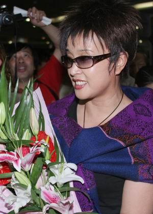 54岁刘晓庆成都亮相态度谦和自曝不老秘诀(图)