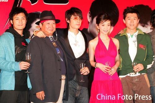 组图:《猛龙》香港首映李冰冰真空玉背展性感