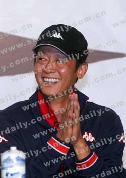"""王志文解决""""治安纠纷""""与被打记者握手言和"""