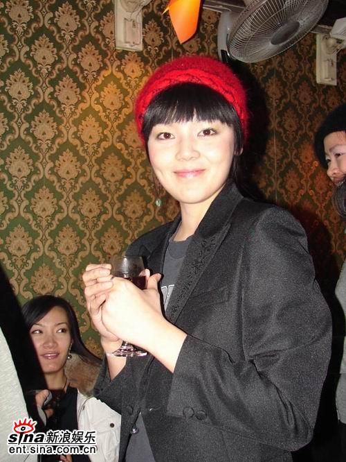 """""""数码宝贝""""浦蒲开Party自称""""臭女孩""""(图)"""