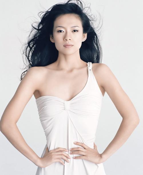 3月27日最美女星:章子怡低胸白礼服轻灵秀舞姿