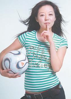 世界杯在即女星转型忙安又琪扮起足球宝贝(图)