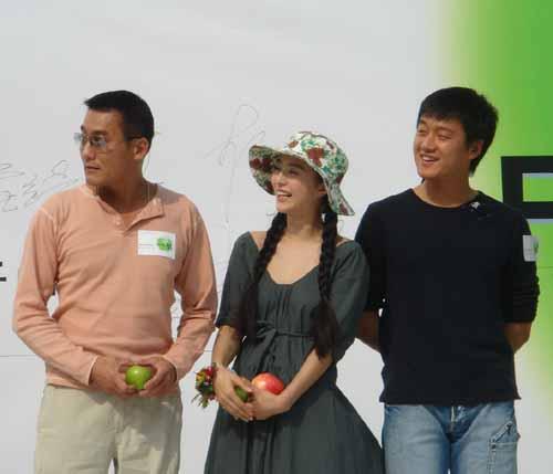 组图:佟大为谈《苹果》珍惜这部电影像生命