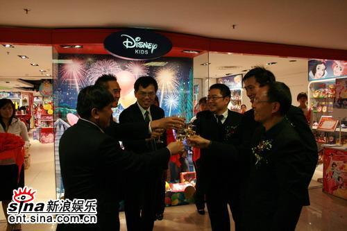 米老鼠熊维尼携手撒娇北京迪士尼v师傅亮相(图撩师傅包表情诞生图片