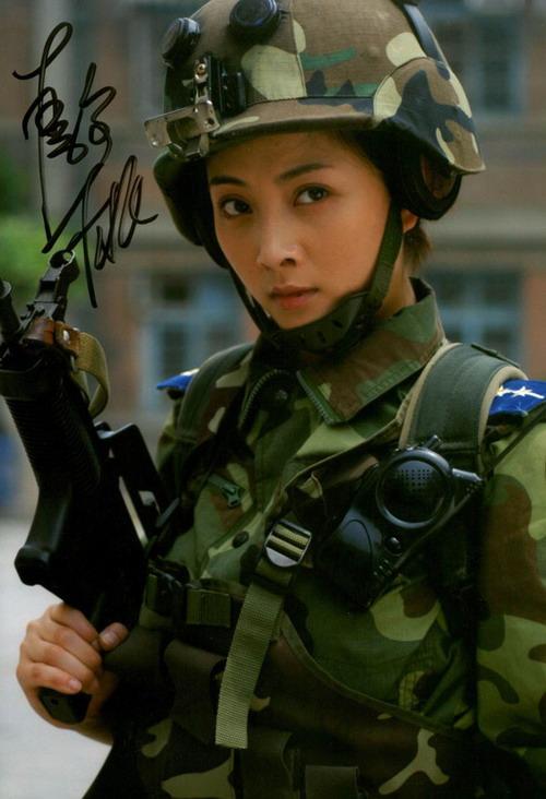 《垂直打击》轮番播出殷桃美丽女兵俘获观众心