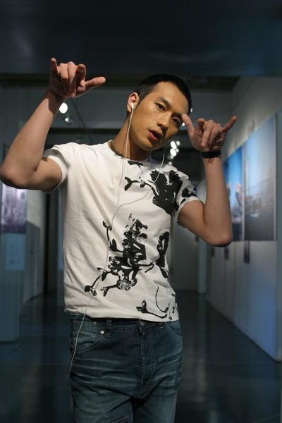 黄觉透露将进军歌坛那英制作首张音乐专辑