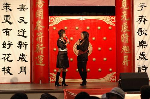 纪敏佳谭维维洛城亮歌喉签售专辑答谢海外歌迷