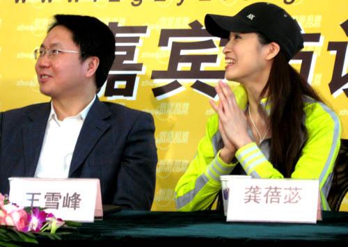 龚蓓�志愿服务日为奥运志愿服务工作加油(图)