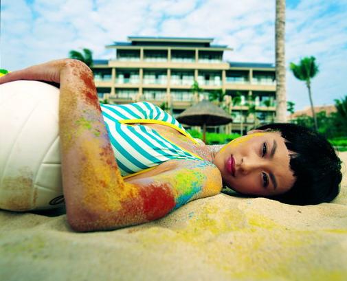 黄圣依唱片主打《爱的纹身》曝光写真造型迷人