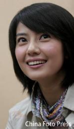 10月20日最美女星:贾静雯高圆圆休闲装青春无敌