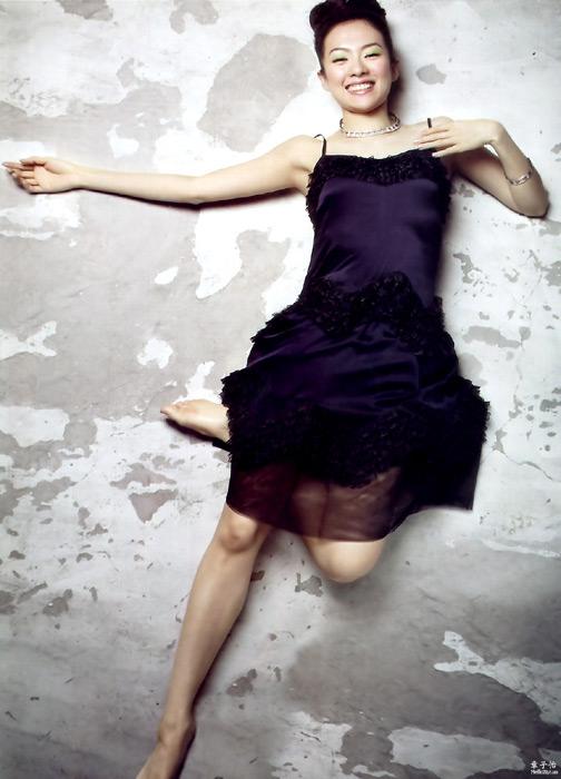 组图:章子怡妩媚纱裙写真散发浓浓女人味
