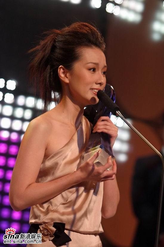 新加坡红星奖闭幕 两项大奖花落林湘萍(组图)