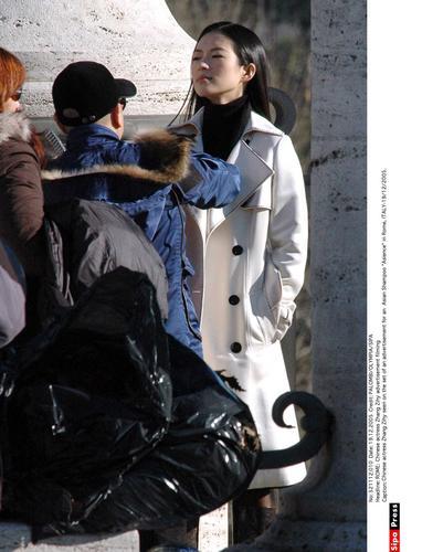组图:章子怡罗马拍摄广告片长发飘逸美丽动人
