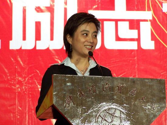 组图:李玲玉被聘兼职教授现场演讲反应热烈