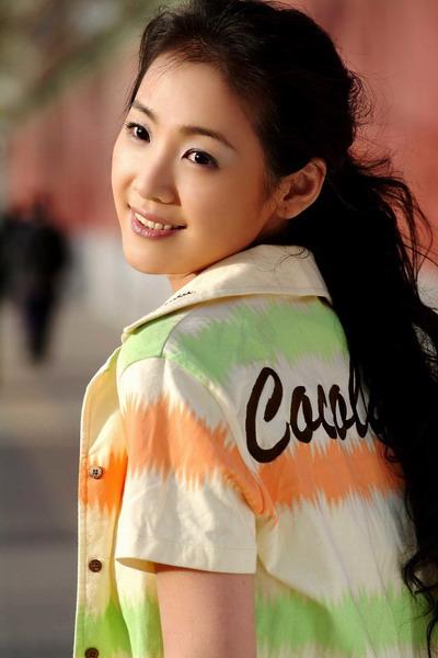 组图:赵雪莲春季写真出炉清纯玉女如此多娇