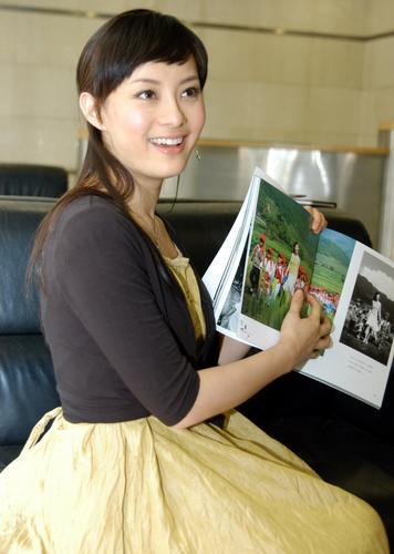 组图:孙俪上海签售写真 笑容甜美清丽可人