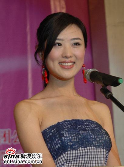 组图:陈西贝走台步秀美肩2006超女喜欢厉娜