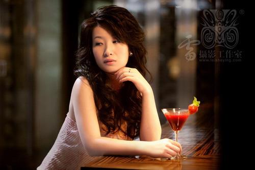 组图:六月写真故事优雅女人完美出镜之秦海璐