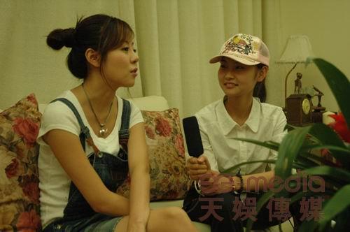 安又琪初尝恋爱滋味党宁温馨剧组探班(组图)