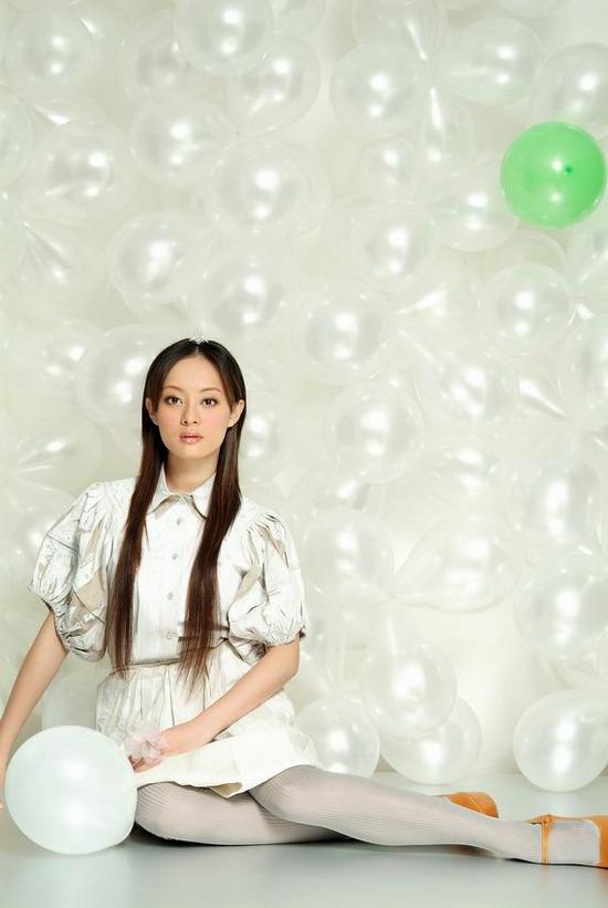 组图:孙俪长发美照首次曝光 演绎浪漫梦幻童话