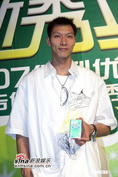 篮球明星易建联-刘亦菲易建联大胆 选秀 散发成熟魅力