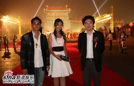 组图:赵雪莲闪亮西安手机电影节成晚会娇点