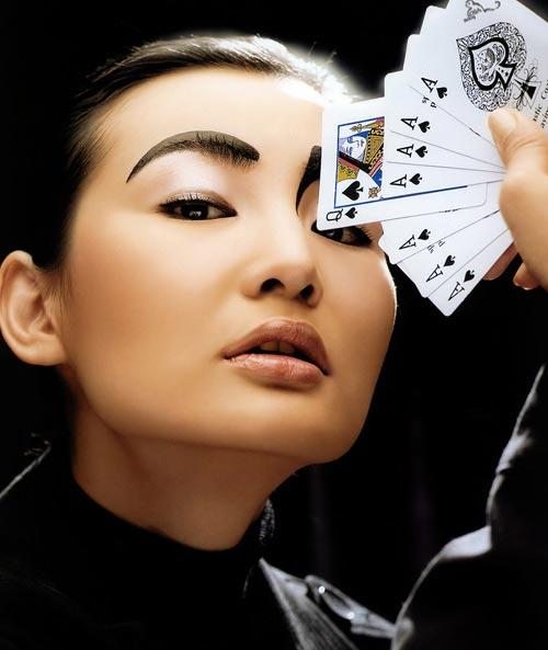 组图:张曼玉最新写真摇身一变成性感女巫